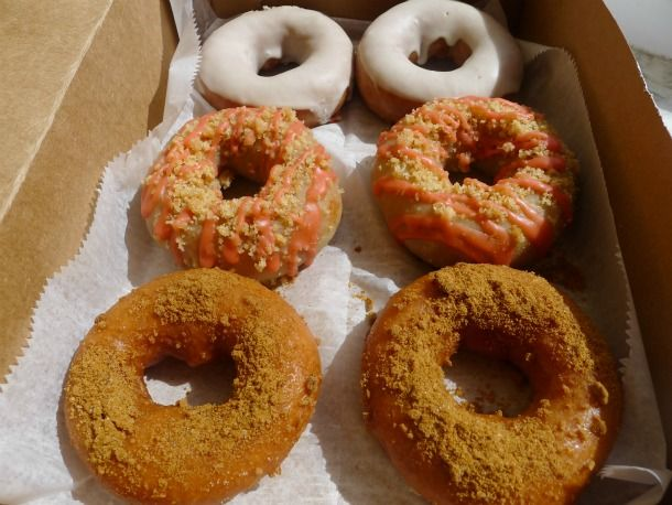 Booze AND Donuts.  What's not to love?: Strawberries Rhubarb, Root Beer Floats, Roots Beer Floating, Sweet Lord, Sweet Tooth, Snap Doughnut, Gingers Snap, Rhubarb Pies, Federer Donuts