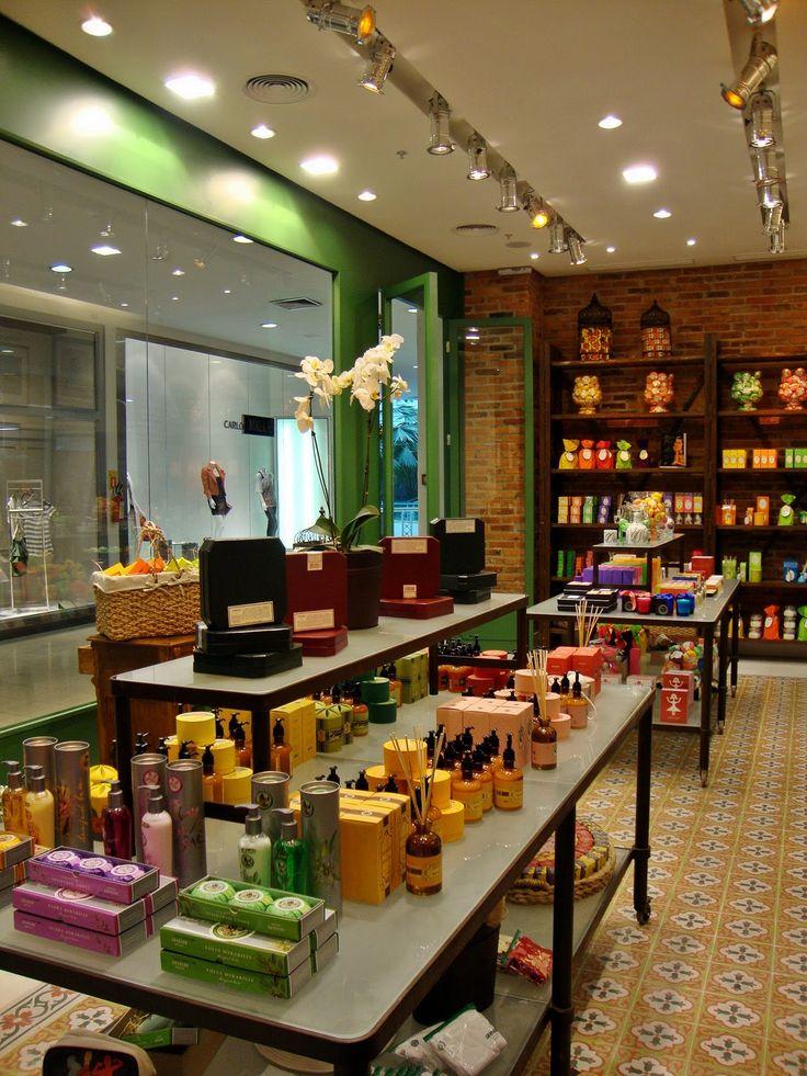 Uma das lojas-conceito Granado em estilo retrô