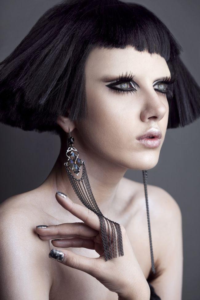 Roshar-Cleopatra-look-black-hair-white-skin