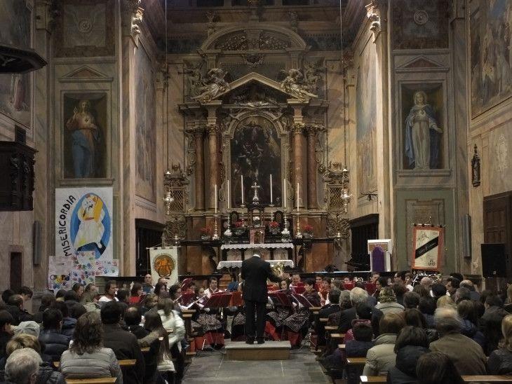 Gli auguri della Filarmonica Bormiese a Castione Andevenno,dicembre 2015