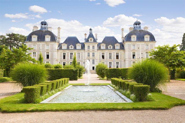 Pour Vos Vacances Decouvrez Les Chateaux De La Loire Chateau De Cheverny Cheverny Chateau A Visiter