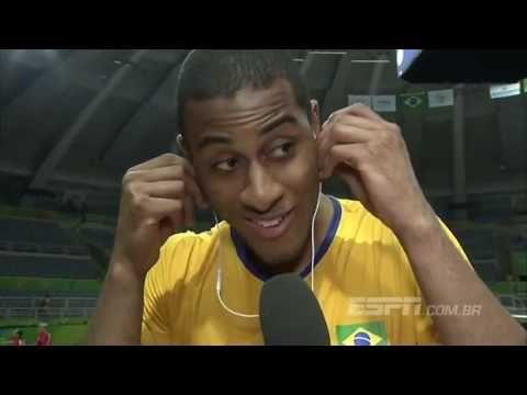 Romulo Mendonça - Atletas da Seleção de vôlei ouvem os melhores momentos...