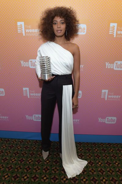 Solange Knowles Photos Photos - Solange Knowles poses with award at the The 21st Annual Webby Awards at Cipriani Wall Street on May 15, 2017 in New York City.  (Photo by Jason Kempin/Getty Images for Webby Awards) * Local Caption * Solange Knowles - The 21st Annual Webby Awards - Inside