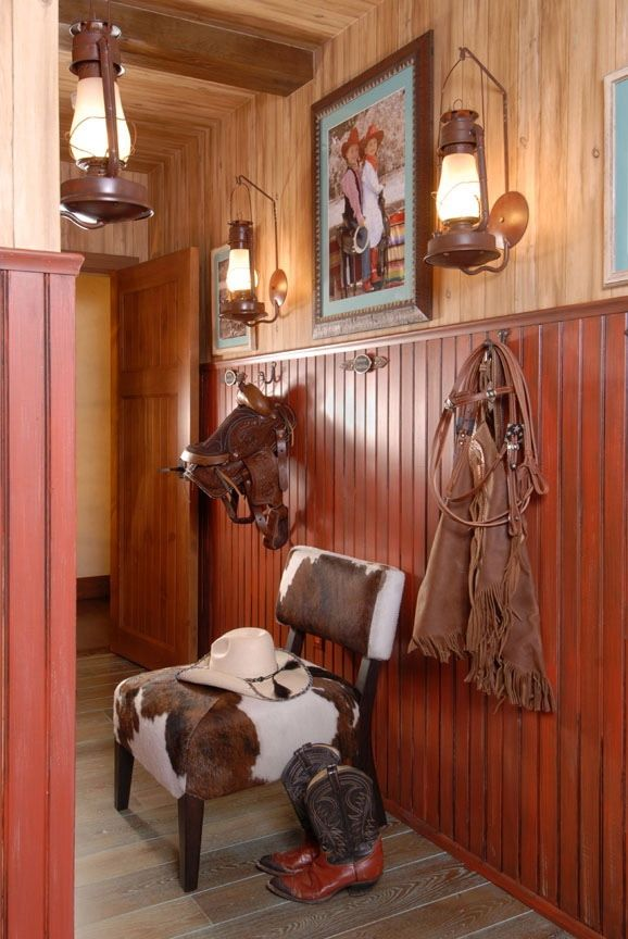 Inspiring western style mud room  #westernlighting #westernfurniture #rusticfurniture http://www.santaferanch.com/