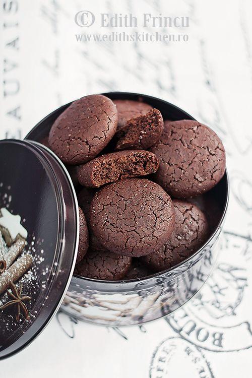 O reteta de biscuiti de post, delicioasa, rapida, care se face foarte usor. Iar rezultatul… biscuitii, sunt absolut minunati. Ciocolatosi, fragezi si aromati – tot ce-ti poti dori de la niste biscuitei. Musai sa-i incercati! ...