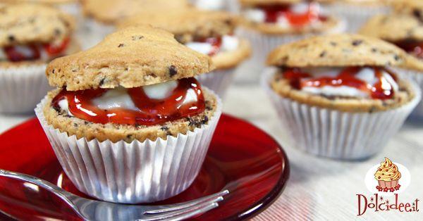 Muffins con gocce di cioccolato ripieni di crema chantilly