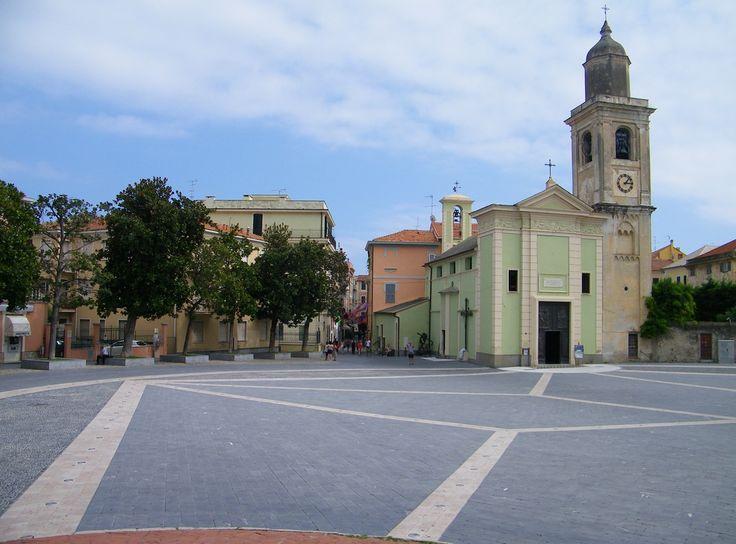 Loano. Piazza Italia.
