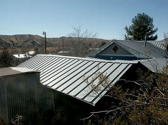 This haunted adobe house in Cuchillo, New Mexico was put up for sale and even bought on e bay in October 2009. Josh Bond owned the home in the middle of the ghost town, Cuchillo. He put it up for sale when paranormal investigators confirmed that the house was haunted. He had apparently seen an old lady cooking in the kitchen, and heard firewood being piled into the pot-bellied stove. The scariest thing that had happened with him he heard someone whispering in his ear.