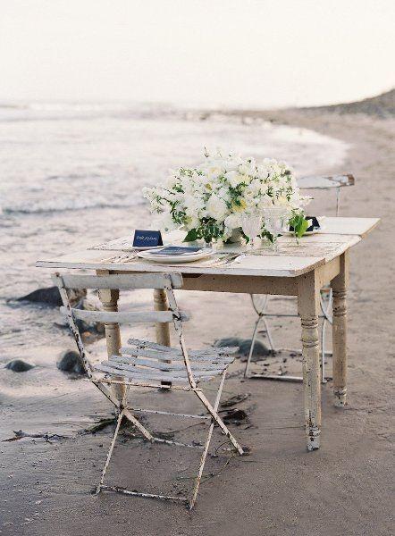 Apparecchiare la tavola per colazione - Colazione in riva al mare