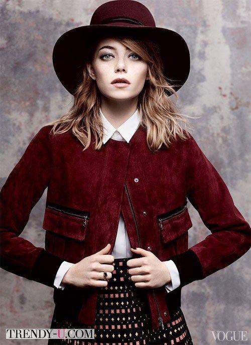 Замшевая куртка в сочетании с юбкой А-образного силуэта