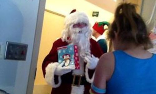 George W. Bush turned up at children's hospital as Santa, but the buzz was about his elf The elf was his Secret Service agent. Bush bringing cheer to children in Dallas hospital w/o any fanfare.12-21-14
