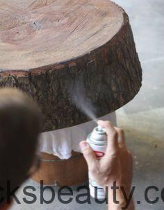 Wie man die Rinde auf einem Baumstumpf erhält. Großartig für Hochzeitsmaterialien
