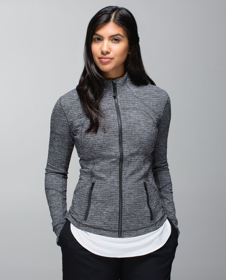 We designed this jacket with our favourite features to be the Goldilocks of midweight layers. Foldover Cuffins™ sleeves help keep our hands warm and breathable Mesh under the arms lets us blow off post-practice steam. We gave it a slim fit for easy layering over a tank or under a jacket so we feel juuust right after class.