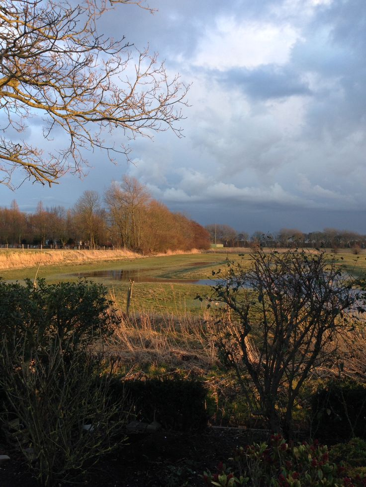 Donkere luchten hangen boven Middelburg.