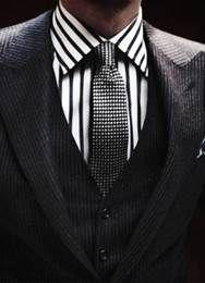 Mesdames! L'homme de votre vie aime magasiner mais manque de temps, alors il préfère passer du temps en famille plutôt que dans les boutiques? Le service de stylisme personnalisé pourrait être la solution parfaite pour lui! Contactez-nous pour les détails: 514.521.4734
