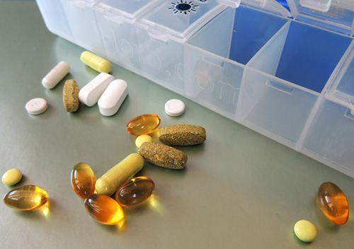 Бытовые мелочи для лекарств: органайзер для таблеток, прибор для измельчения и приспособление для деления таблеток