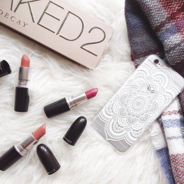 Rote Lippen soll man Küssen 💋💄📱 Foto von @_lia_secret_ (Instagram) 😊   Artikel-Nr.: 296827