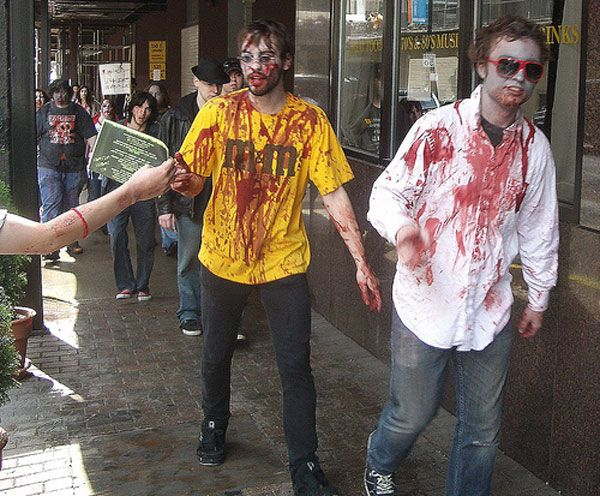 how to make zombie halloween decorations