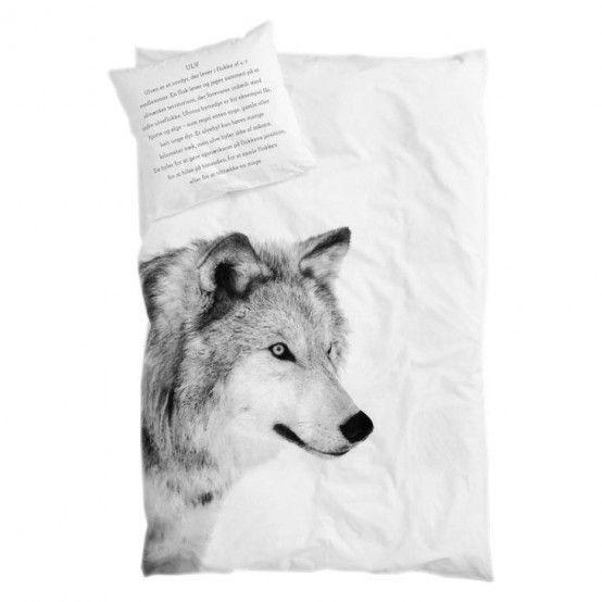 Bílé povlečení s vlkem pro mě i mého nejdražšího.                                                     ...Povlečení s vlkem
