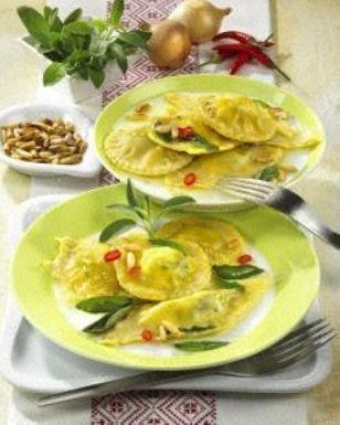 Das Rezept für Ravioli mit Ricotta-Spinat-Füllung und weitere kostenlose Rezepte auf LECKER.de
