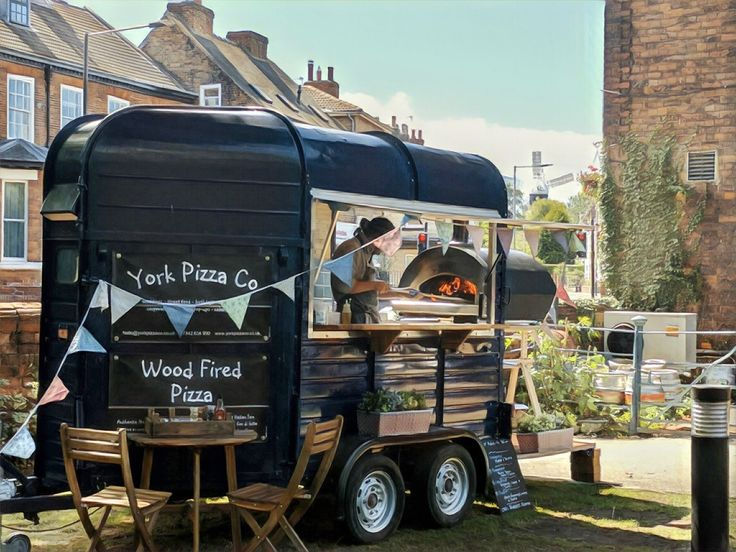 Pizza On The Hoof - mobile horse box pizza trailer
