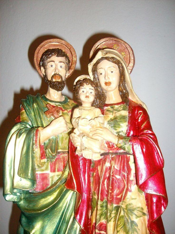 Sagrada Família -em gesso com decoupage estampada e manto pintado em tinta metalizada e envelhecida.