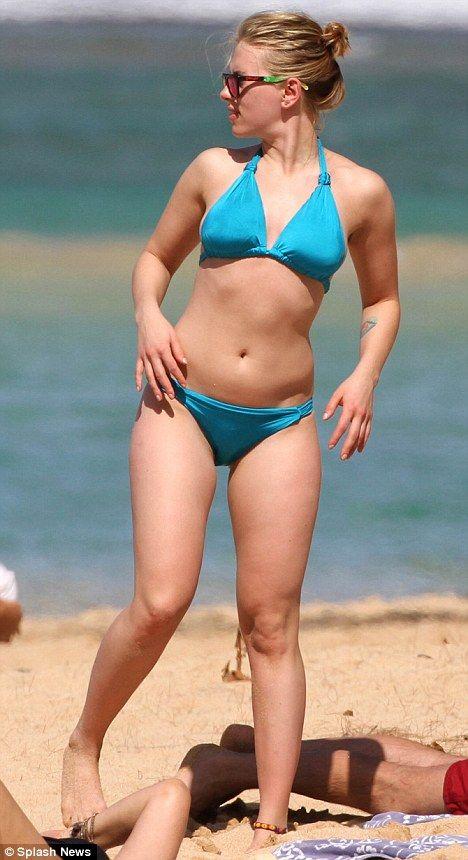 Girl's gotta eat! Beach beauty Scarlett Johansson grabs a ...