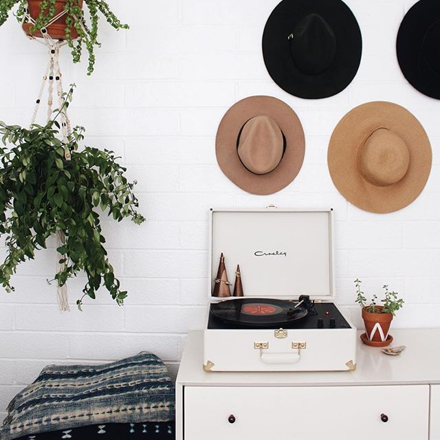 white record player - hanging hats and plants - indigo shibori prints - @newdarlings on instagram #newdarlingsHOME