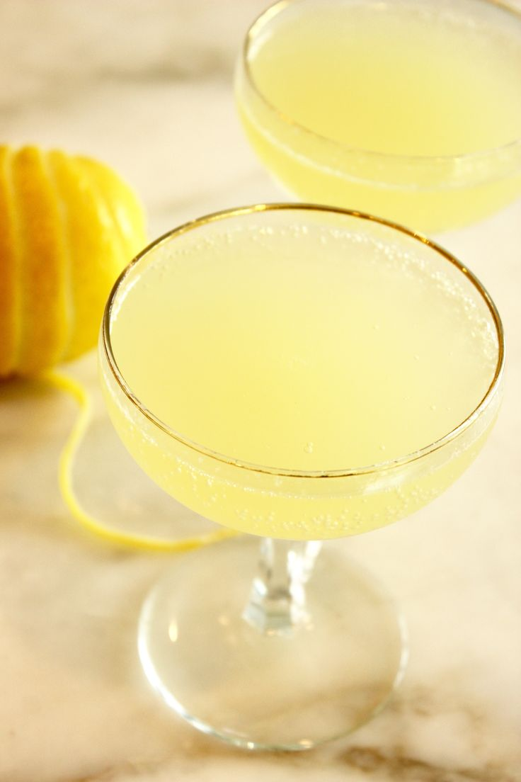 A light lemon cocktail recipe perfect for a wedding shower that only takes 5 minutes to make.