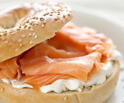 Recette rapide : Bagel au saumon fumé et fromage crémeux