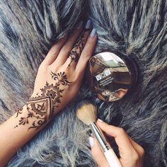 Beautiful & Simple Modern Back Of Hand #Henna.
