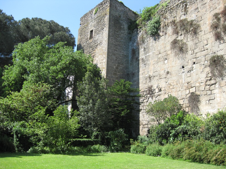 Teano -a medieval wall in your backyard