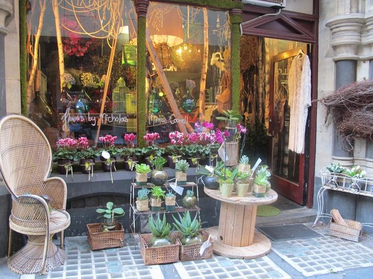 Shopping in Melbourne: Pollon Flowers  - Florist    1/199 Flinders Lane  Melbourne VIC 3000  (03) 9663 8232