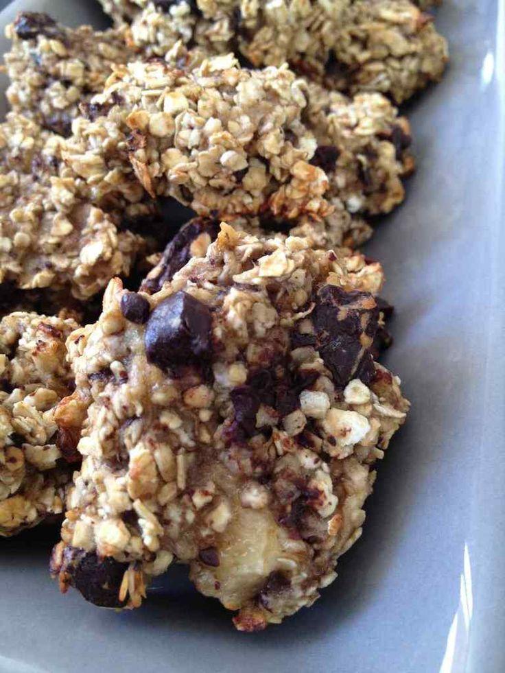 J'adore les cookies ... Je cherchais une recette à base de flocons d'avoine et j'ai trouvé cette recette sur le blog Clémentine cuisine . Une recette ultra rapide et ultra simple ! Pour 12 cookies 1 pp / cookie - 85 g de flocons d'avoine - 2 bananes moyennes...