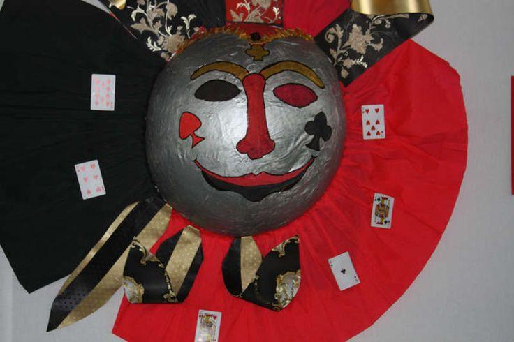 óriás maszk - farsangi dekoráció