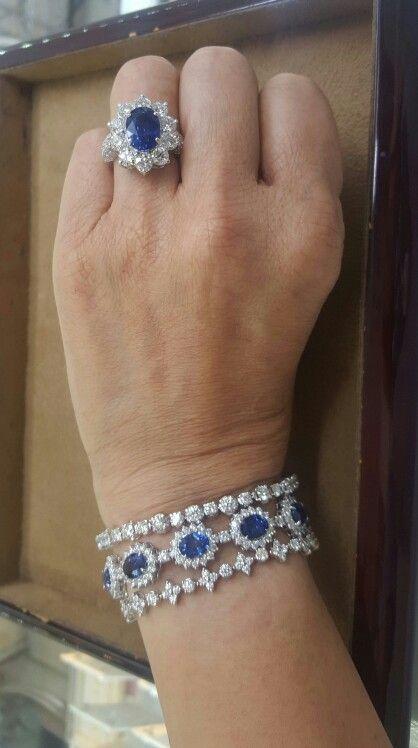 Blue sapphires and diamonds bracelet