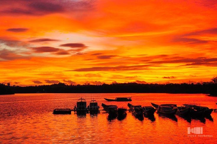 time for take a rest.... Nikon D90 AF-S 18-105mm 1;3.5-5.6 G ED VR Mentawai Island, West Sumatera
