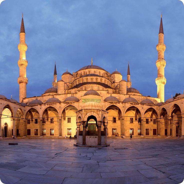Γνωρίζετε ότι το Μπλε Τζαμί είναι το μεγαλύτερο τζαμί στην Κωνσταντινούπολη, ξακουστό για την αρμονία του; #Istanbul