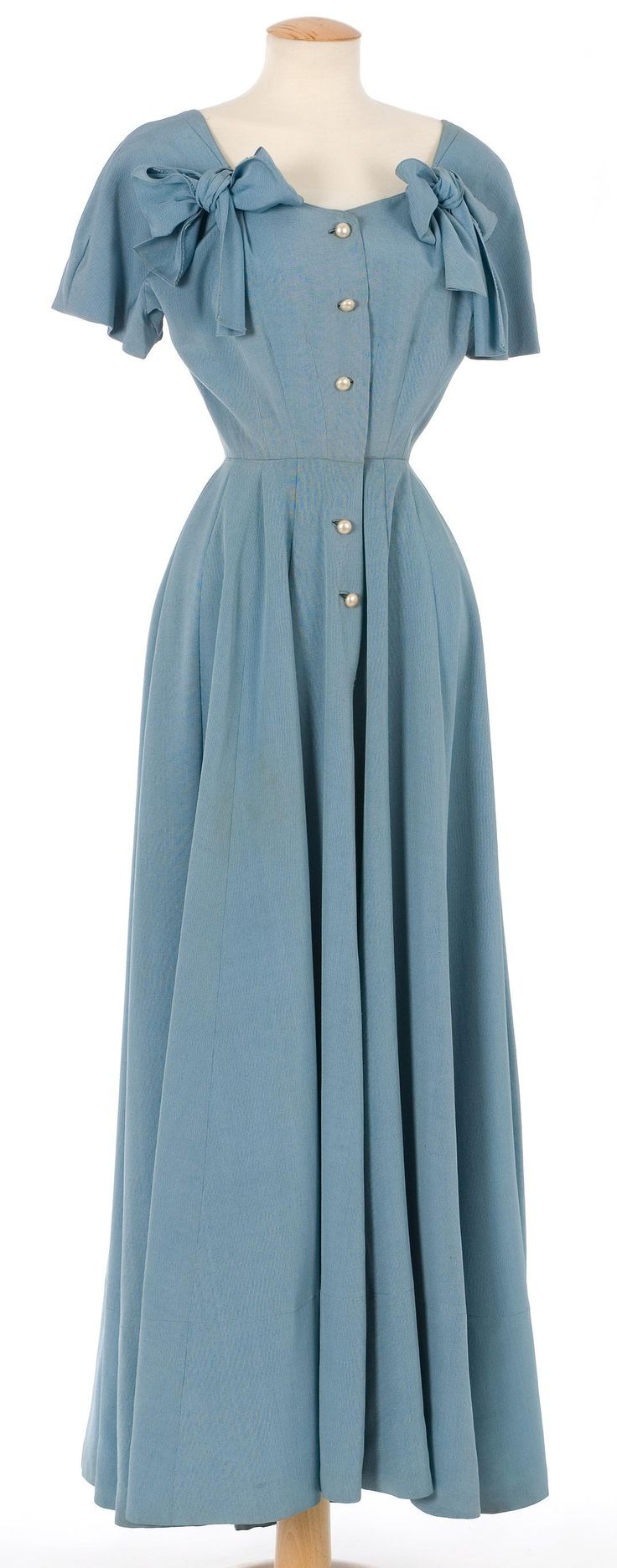 Adore! c.1940-1949 full length light blue dress with two bows. #vintage #1940s #fashion