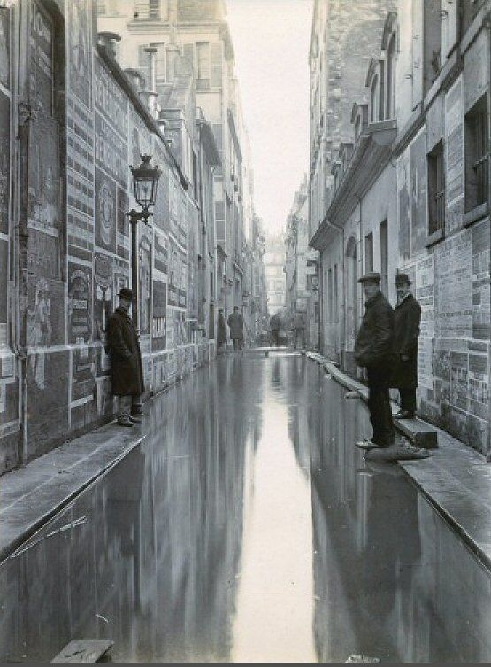 rue Visconti - Paris 6ème La rue Visconti lors de la grande crue de la Seine, fin janvier 1910.