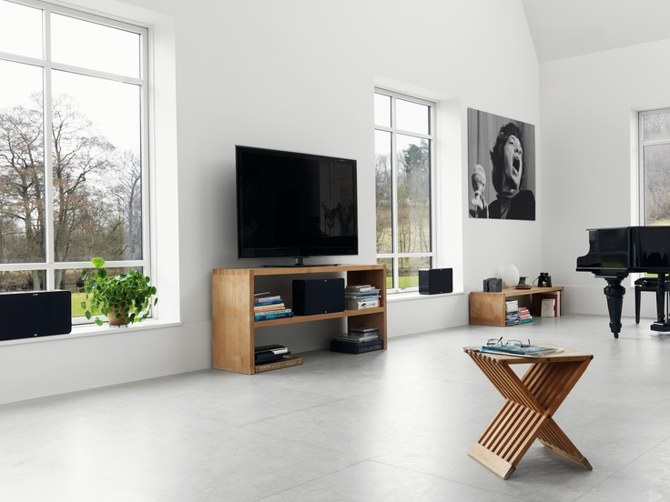The size of the new Jamo D 500 THX home theater system allows direct placement in most medium-sized living rooms. In addition to the compact dimensions, these speakers are styled in a way that accommodates many contemporary decorations and furniture combinations.