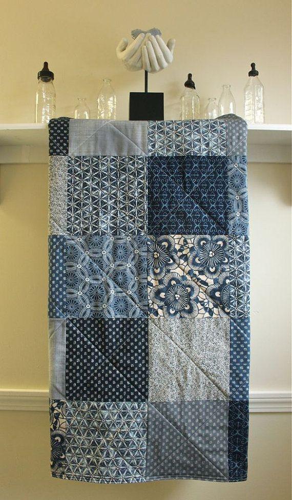 Baby Quilt Boy - Kasuri Indigo - Krippe Quilt - Toddle Quilt - Flanell oder Minky zurück - Navy, staubigen blau, grau, Creme