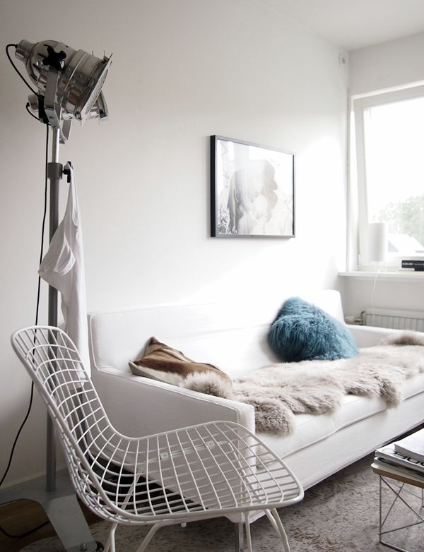 lamp ♥: Lights, Living Rooms, Inspiration, Interiors, White Rooms, Feminine Rooms