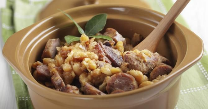 Recette de Cassoulet allégé de saucisses et haricots à l'Actifry. Facile et rapide à réaliser, goûteuse et diététique.