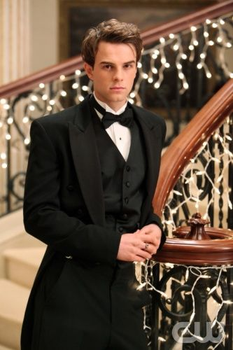 """Dangerous Liasons""--Nathaniel Buzolic as Kol on THE VAMPIRE DIARIES on The CW. Photo: Quantrell D. Colbert/The CW ©2011 THE CW NETWORK. ALL RIGHT RESERVED."