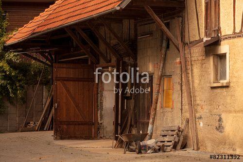"""Laden Sie das lizenzfreie Foto """"Vor dem Bauernhaus"""" von Photocreatief zum günstigen Preis auf Fotolia.com herunter. Stöbern Sie in unserer Bilddatenbank und finden Sie schnell das perfekte Stockfoto für Ihr Marketing-Projekt!"""