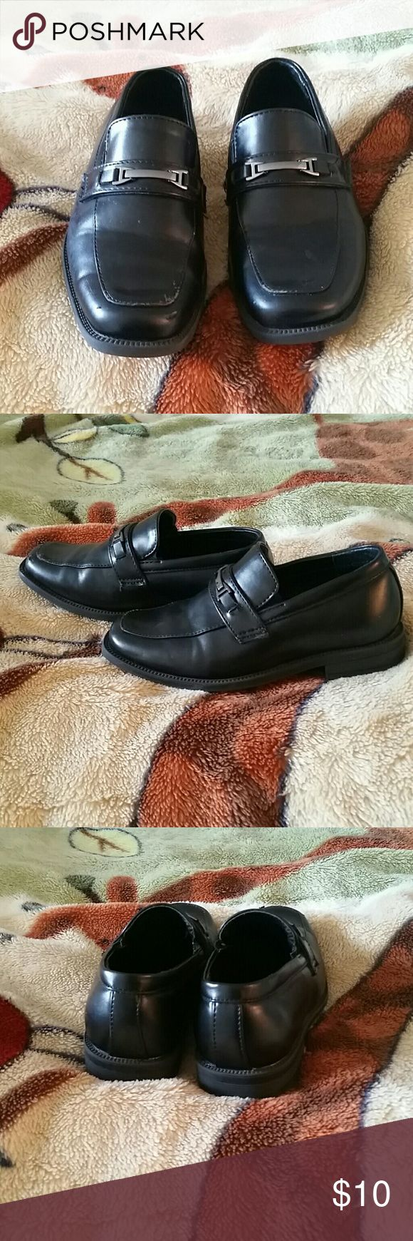 Black Perry Ellis Dress Shoes Black dress shoes with silver buckle. Worn a handful of times. Normal wear and tear at front for a toddler. Perry Ellis Shoes Dress Shoes
