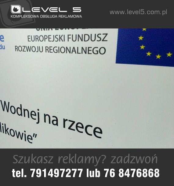 Tablice, plansze informujące o projektach unijnych.