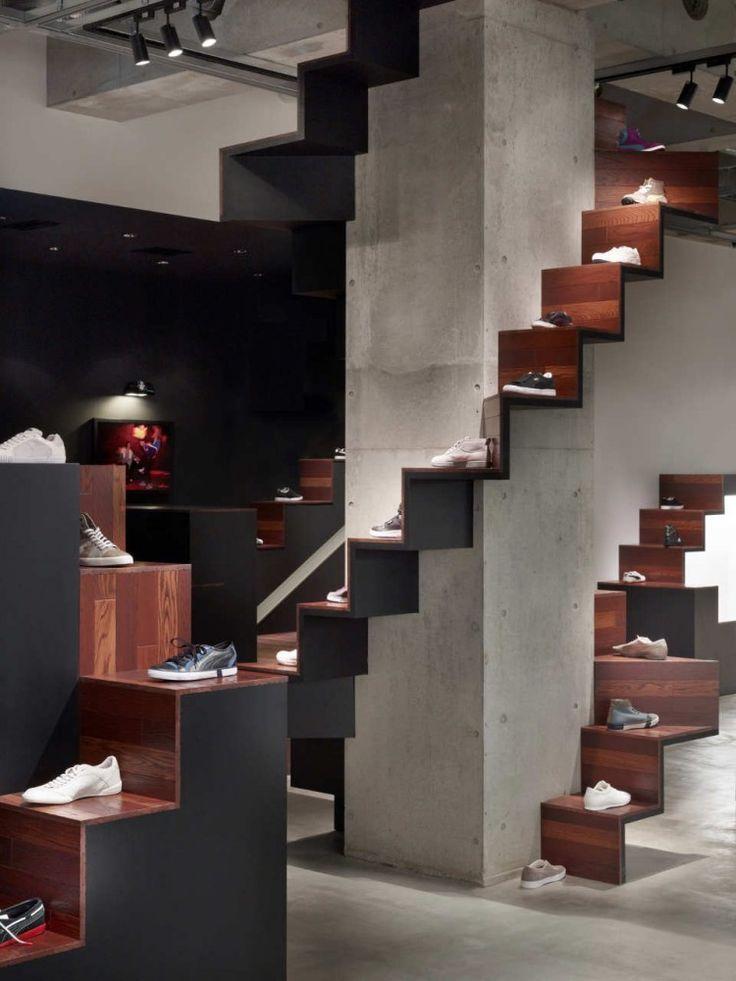 立体的なレイアウトがおしゃれ。靴のディスプレイ。 Shoes Display Puma House / nendo