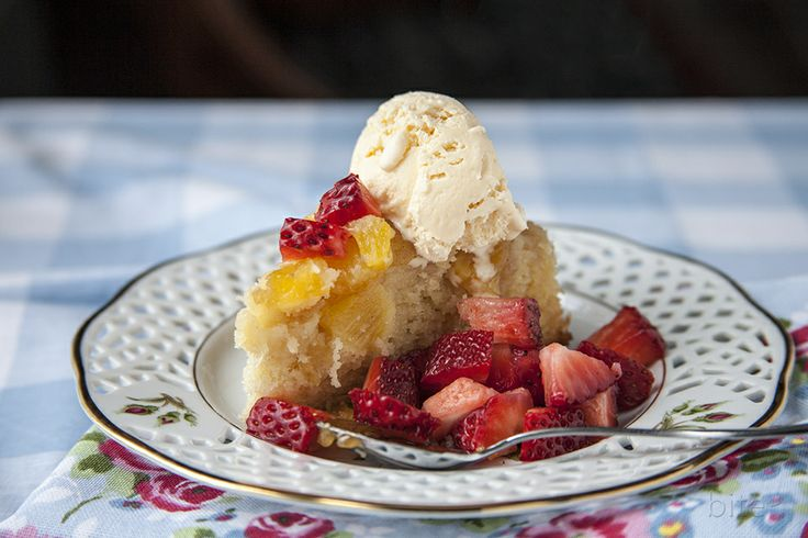 Mother's Day's caramelized pineapple upside down cake / bitebymichell...